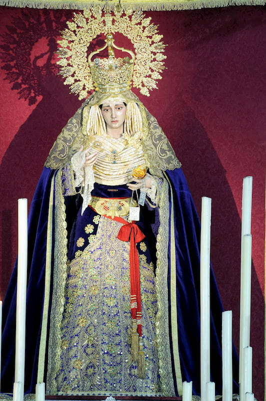 "La Virgen del Carmen vistiendo la ""saya torera"""