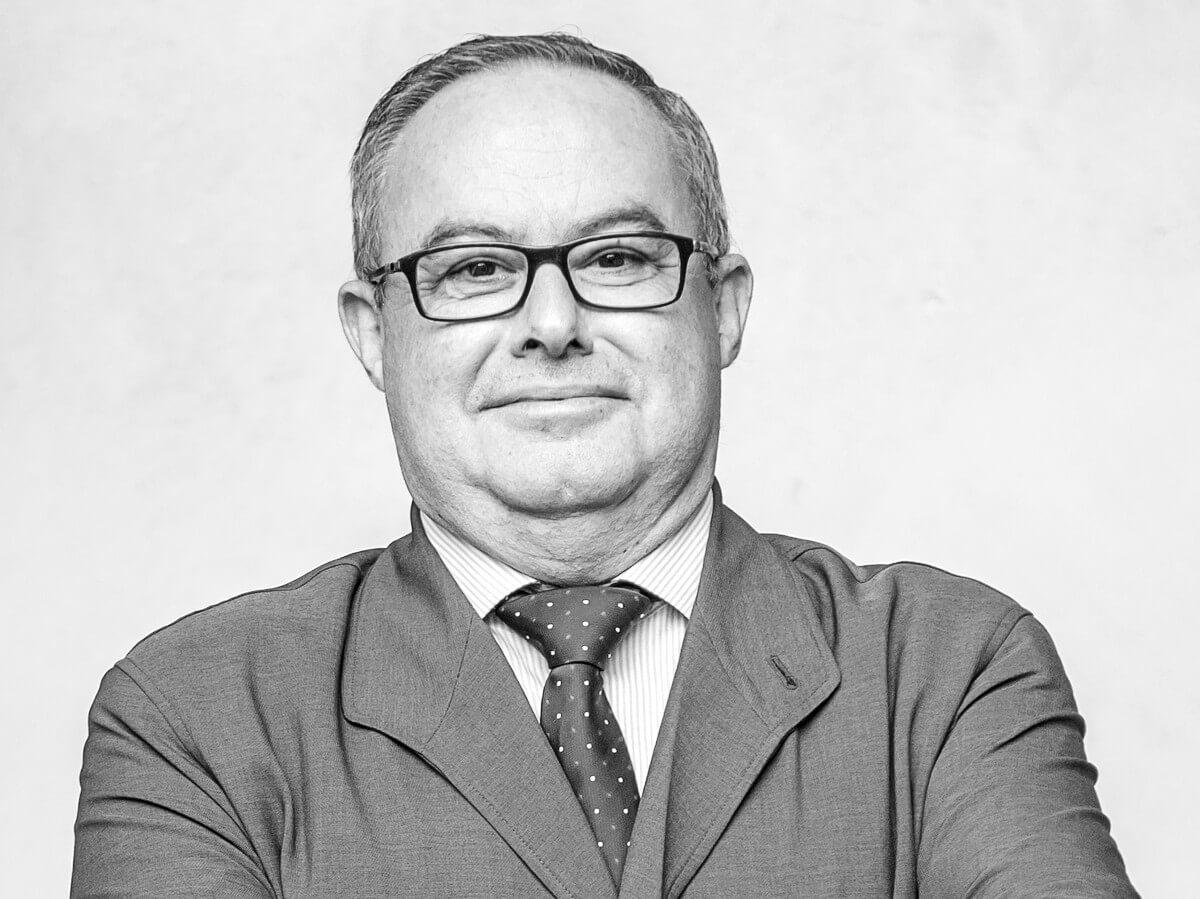 A la memoria de Miguel ängel Pérez Martínez